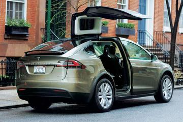 Tesla roept bijna 10.000 auto's terug in VS