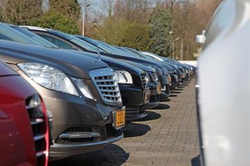 Auto kopen met pin: verbod op grote contante betaling