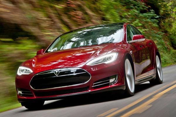 'Tesla en Panasonic bevriezen investeringen'