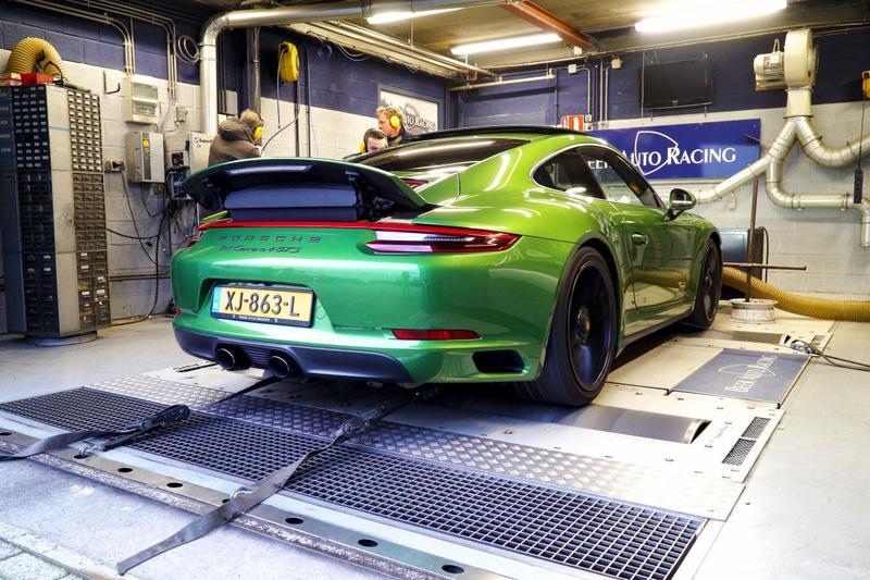 Porsche 911 Carrera 4 GTS - Op de Rollenbank