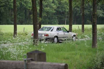 Mercedes-Benz 230 E (1985)