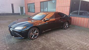 Lexus ES 300h F Sport Premium (2019)