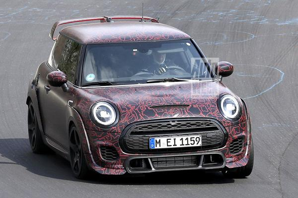 Mini John Cooper Works GP jaagt over de Ring