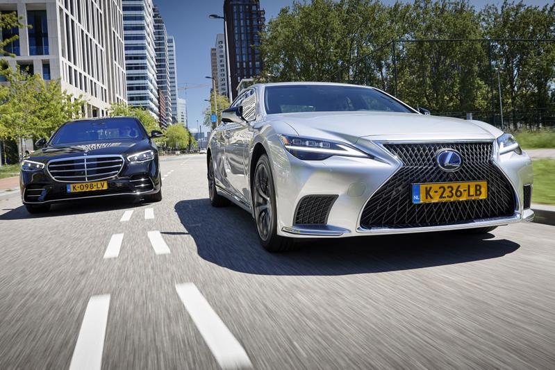 Mercedes-Benz S-klasse vs. Lexus LS - Dubbeltest