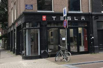 'Tesla sluit showrooms op dure locaties'