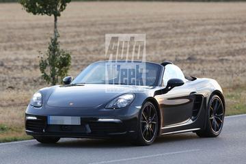 Gefacelifte Porsche Boxster rolt voorbij