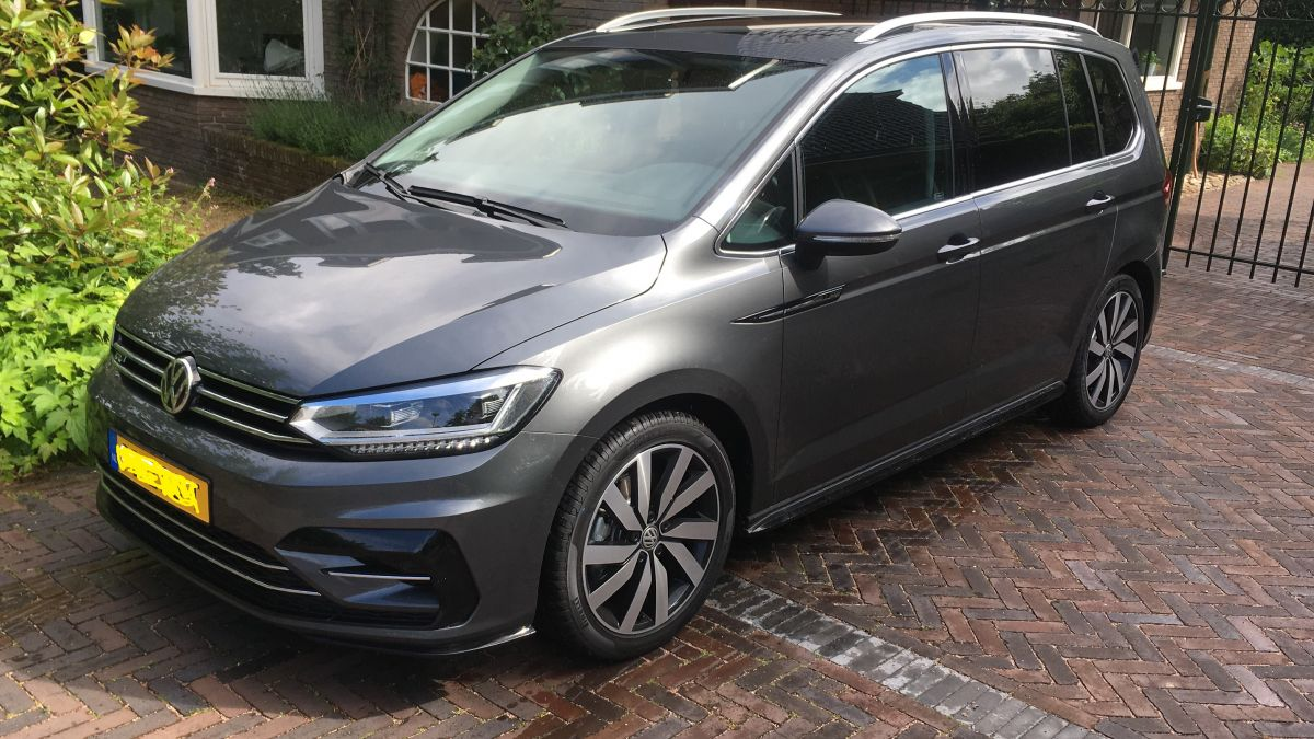 volkswagen touran 2 0 tdi 190pk highline business r 2017. Black Bedroom Furniture Sets. Home Design Ideas