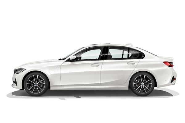 BMW 330e plugt in!