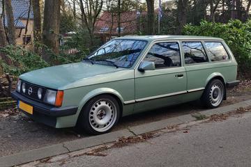 Opel Kadett Caravan (1982) - In het Wild