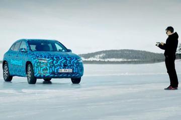 Mercedes-Benz geeft inkijk wintertest EQA