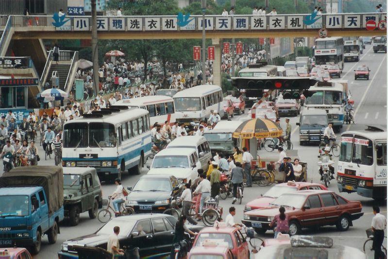 'China stelt strenge milieuregels auto's uit'