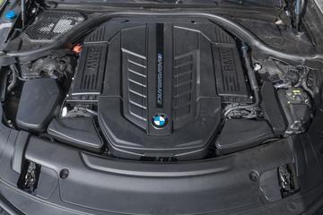 'BMW houdt voorlopig vast aan V12'