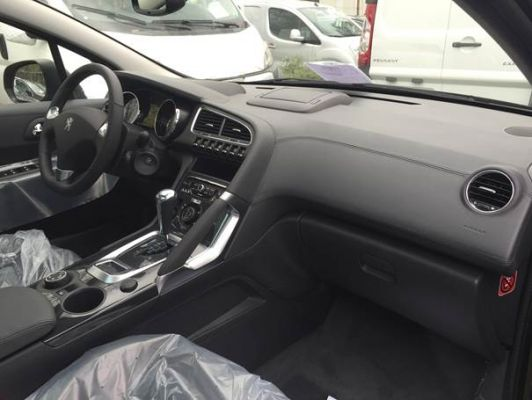 Peugeot 3008 allure 1 6 e thp 2015 for Interieur 3008 allure