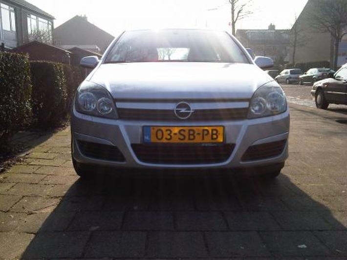 Opel Astra 1.6 Essentia (2005)