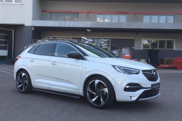 Irmscher Opel Grandland X als Black & White