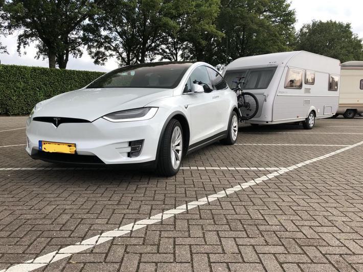 Tesla Model X 90D (2017)