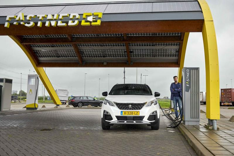 Fastned laadpaal supercharger phev Peugeot 3008