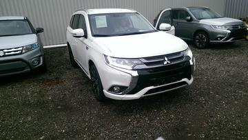 Mitsubishi Outlander PHEV Executive Edition (2015)