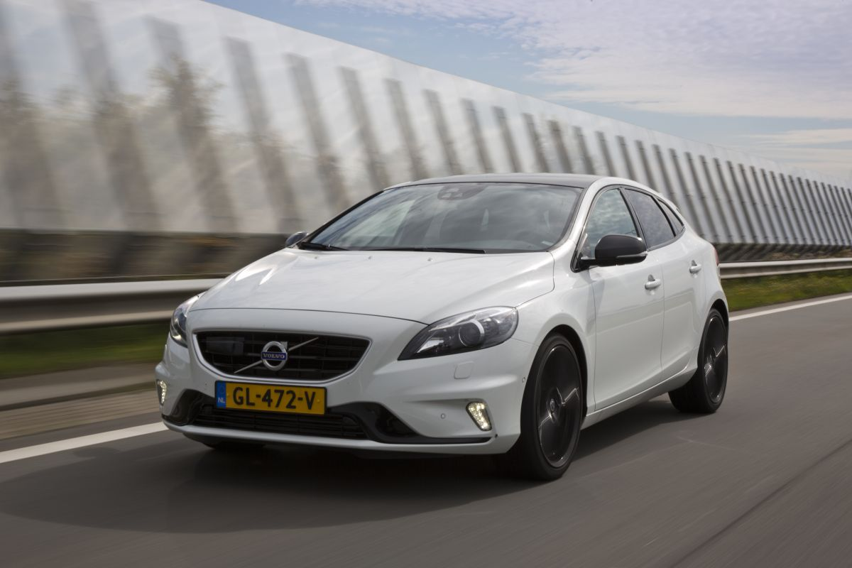nieuwe volvo v40 ook als twin power plug inhybride autonieuws. Black Bedroom Furniture Sets. Home Design Ideas
