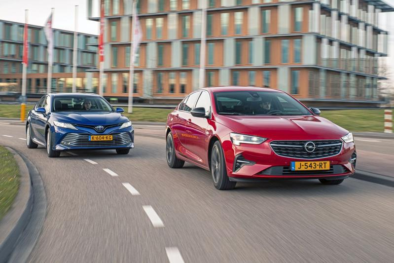 Opel Insignia vs. Toyota Camry - Dubbeltest