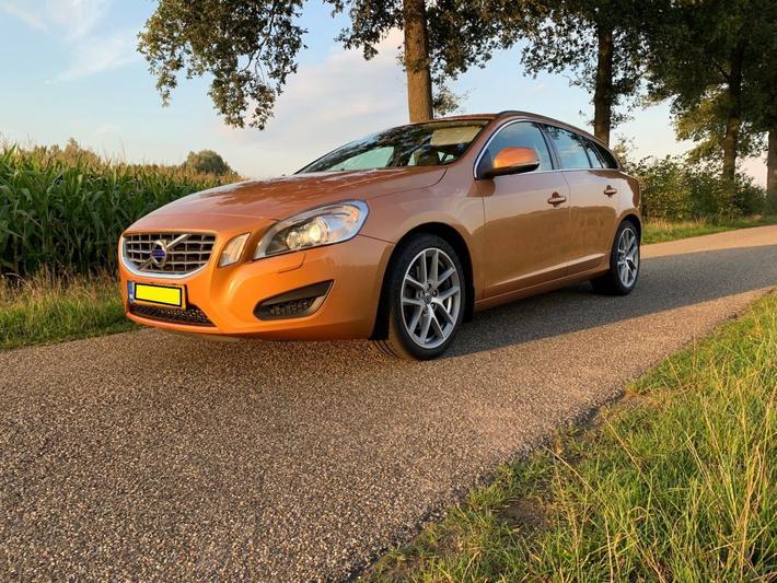 Volvo V60 D5 Momentum (2012)