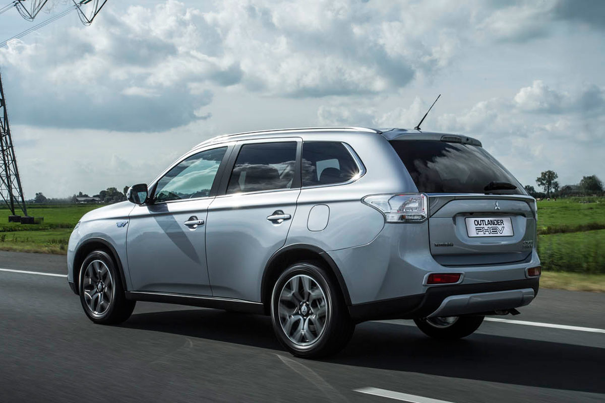 mitsubishi outlander phev als x line autonieuws. Black Bedroom Furniture Sets. Home Design Ideas