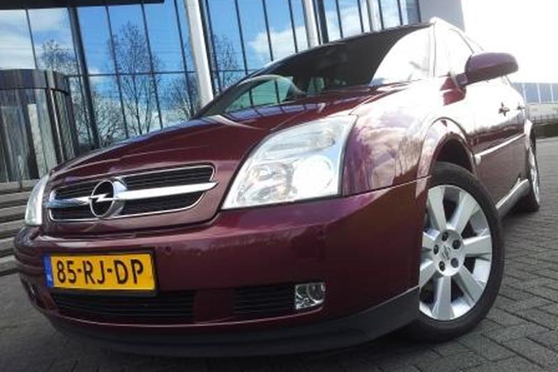 Opel Vectra Stationwagon 1.9 CDTi 150pk Cosmo (2005)