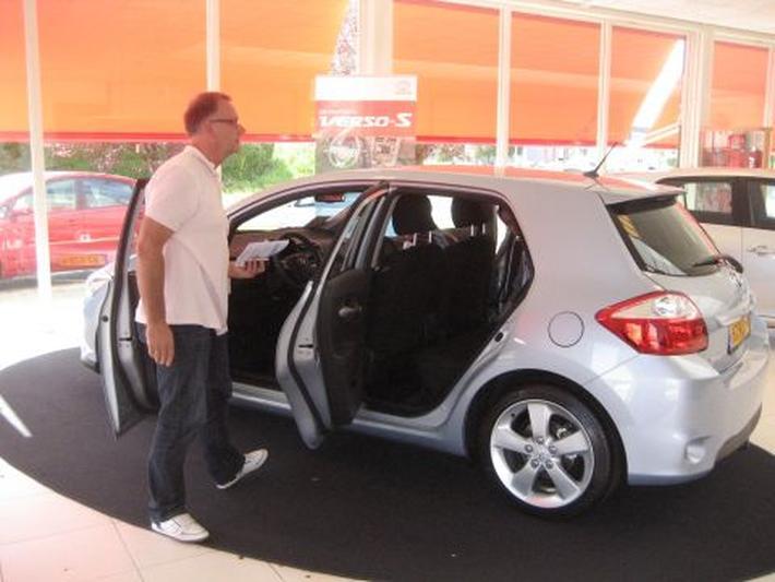 Toyota Auris 1.8 Full Hybrid Dynamic Business (2011)