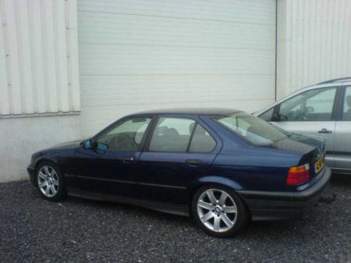 BMW 320i (1993)