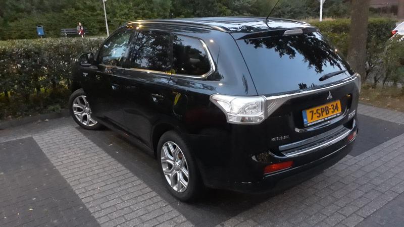 Mitsubishi Outlander PHEV Instyle+ (2013)