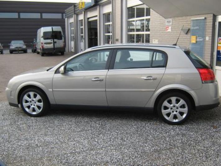 Opel Signum 2.2-16V DGi Cosmo (2005)