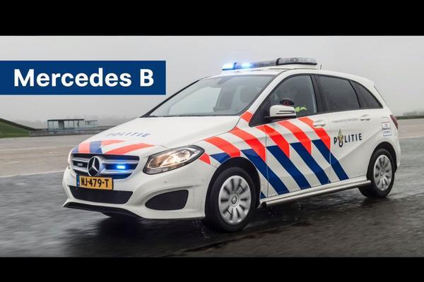 Flippers Mercedes B-klasse politie vastgelijmd