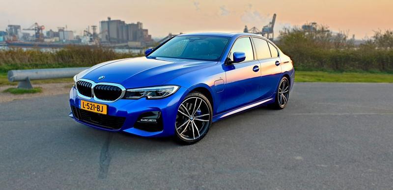 BMW 330e (2020)