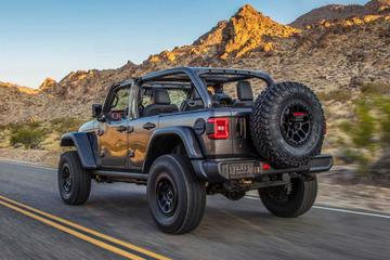 Jeep Wrangler met machtige V8 breekt los