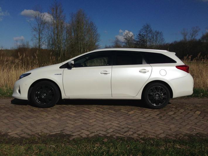 Toyota Auris Touring Sports 1.8 Hybrid Lease Pro (2013)
