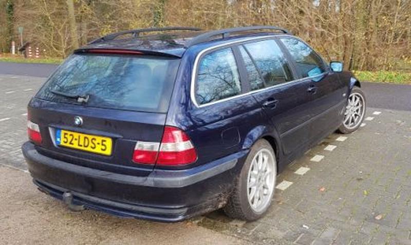 BMW 320i touring Executive (2000) #2