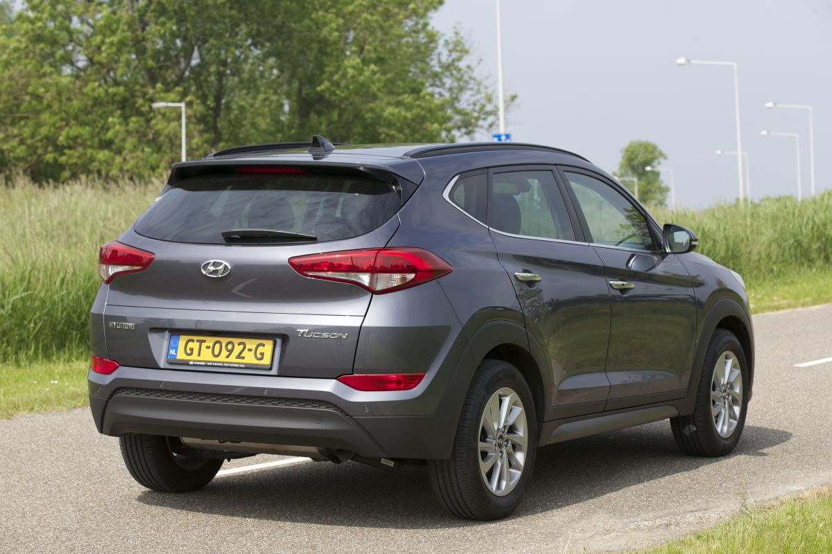 hyundai tucson 1 7 crdi premium 2016 autotest. Black Bedroom Furniture Sets. Home Design Ideas