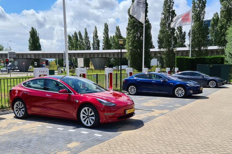 Tesla V3 Supercharger