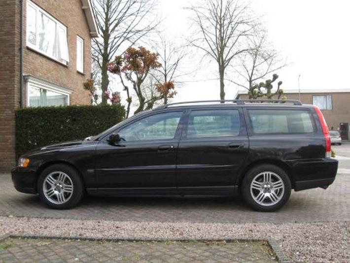 Volvo V70 D5 Kinetic (2005)