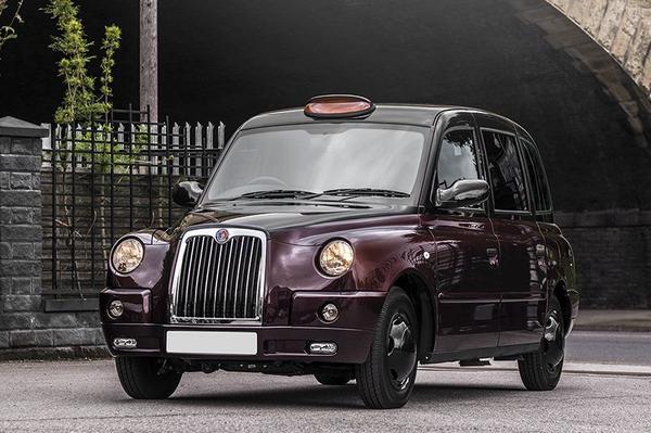 Kahn Design maakt Londense taxi luxueus