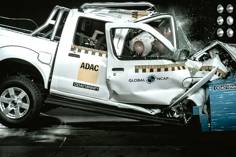 Nissan NP300 Hardbody crashtest