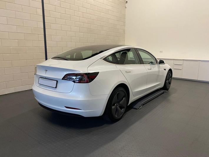 Tesla Model 3 Standard Range Plus (2019)