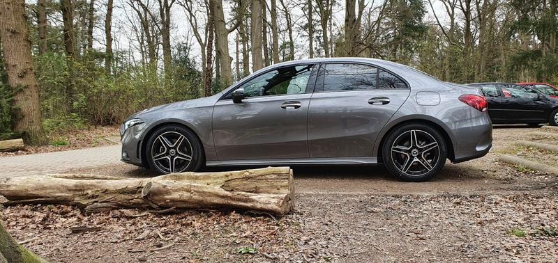 Mercedes-Benz A 180 Business Solution AMG (2021)