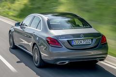 Winst Daimler slinkt met bijna een derde