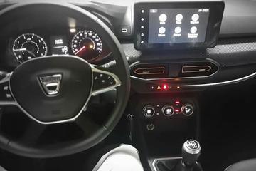 Nieuwe Dacia Sandero en Logan vanbinnen te zien