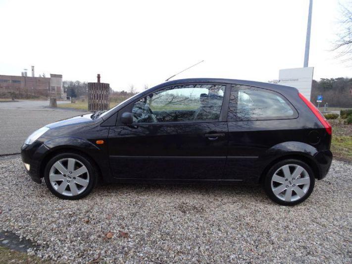 Ford Fiesta 1.6 16V Trend (2003)