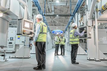 Ford creëert afstand tussen werknemers met armband