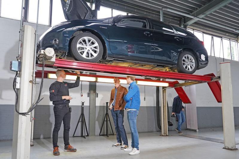 Toyota Auris Touring Sports 1.8 Hybrid - 2013 – 384.618 km - Klokje Rond