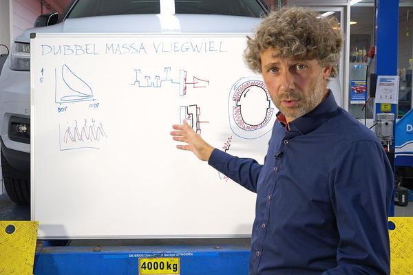 Dubbelmassa-vliegwiel - Cornelis schetst