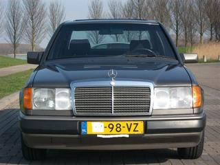Mercedes-Benz 230 E (1991)